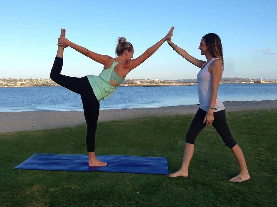 cvičící dívky