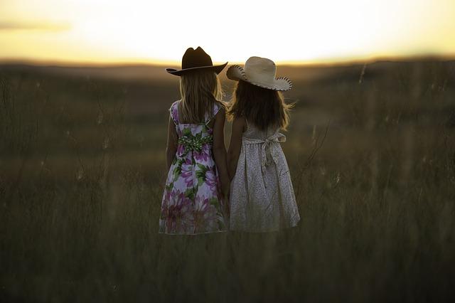 holčičky u pole
