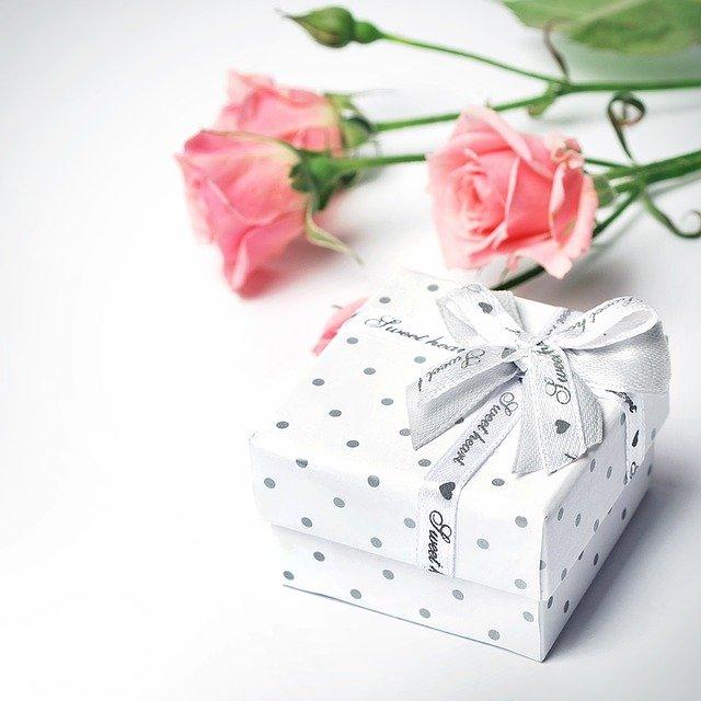dárek a růže
