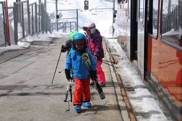 děti s lyžemi