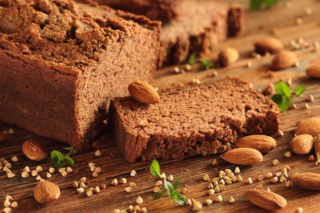 bezlepkový chléb a mandle