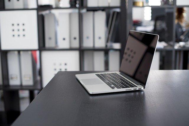 notebook v kanceláři
